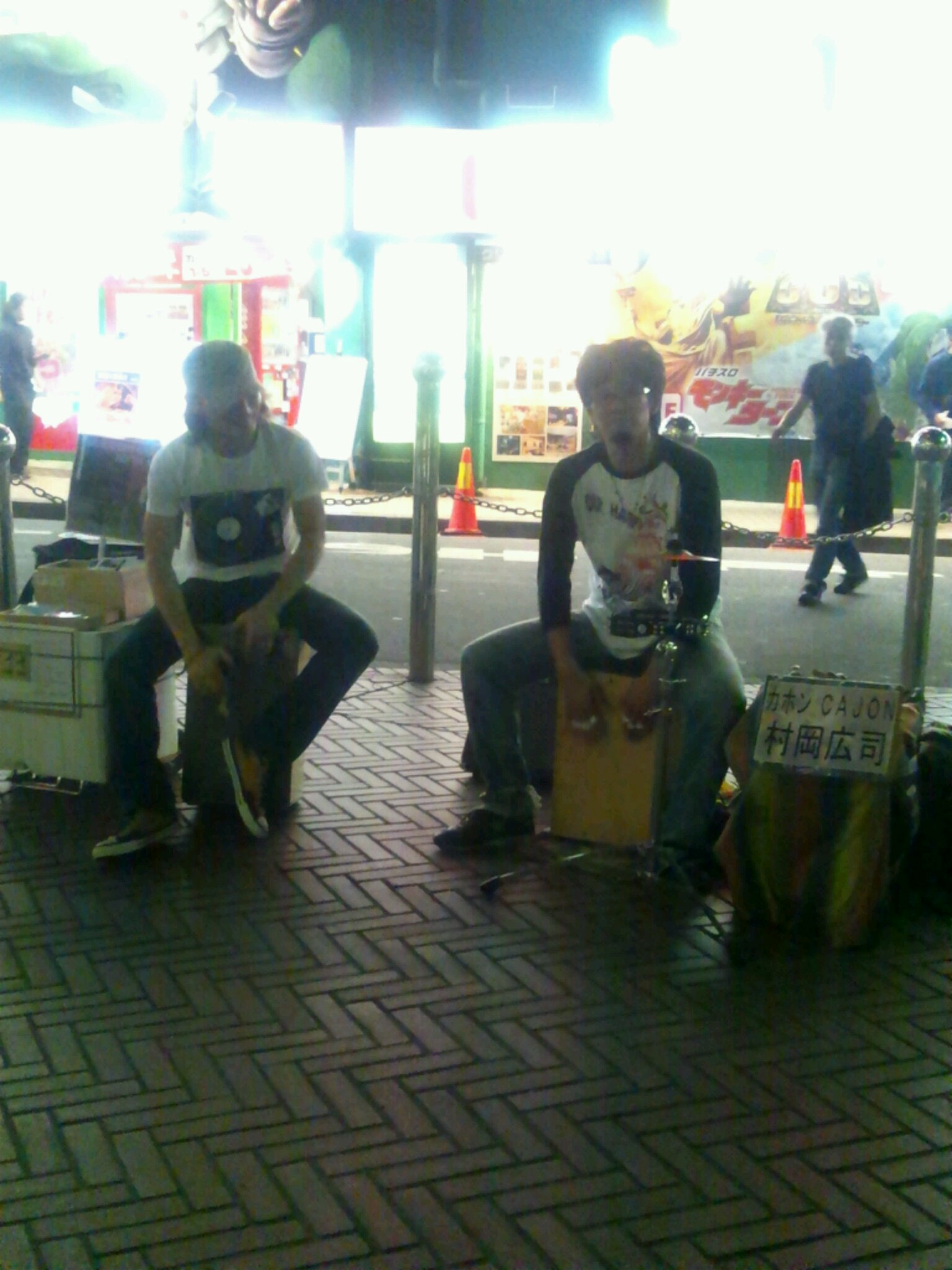 10/23「白熱!村岡さんとカホンバトル!?@新宿ストリート♪」。